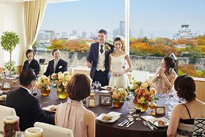 都心とは思えない景色の中で叶う感動的な挙式は、ずっと心に刻まれ、季節が巡るたびに思い出す結婚式。