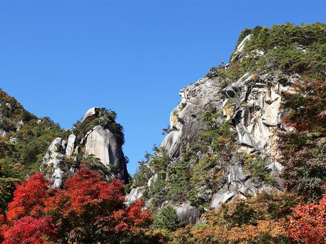 画像:昇仙峡の名所「覚円坊」(富士の国やまなしから)