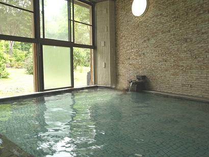 画像:源泉かけ流しの温泉大浴場