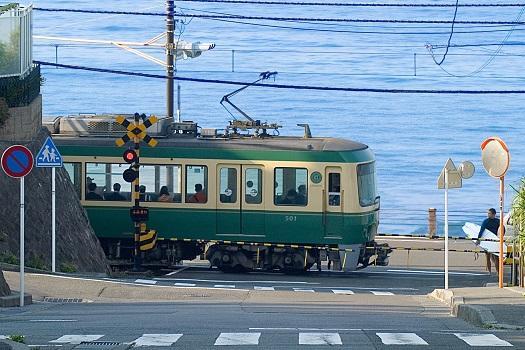 画像:江ノ電 鎌倉高校前