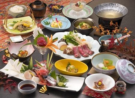 画像:伊豆牛と旬菜のスープ鍋