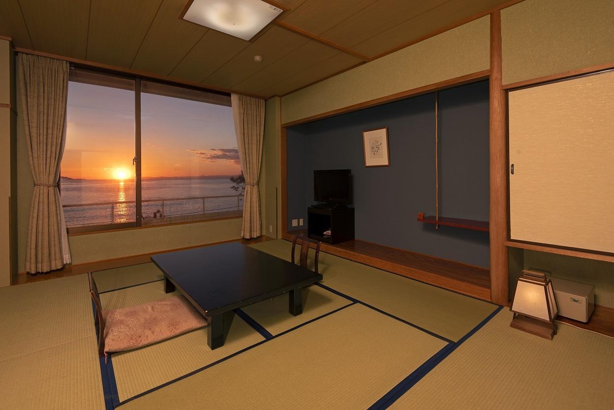 画像:夕日が見える和室