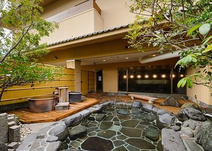 画像:自家源泉の庭園露天風呂