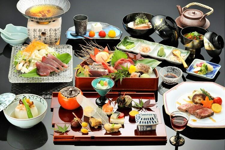画像:トロ鰹と秋山の幸12品飾盛り会席