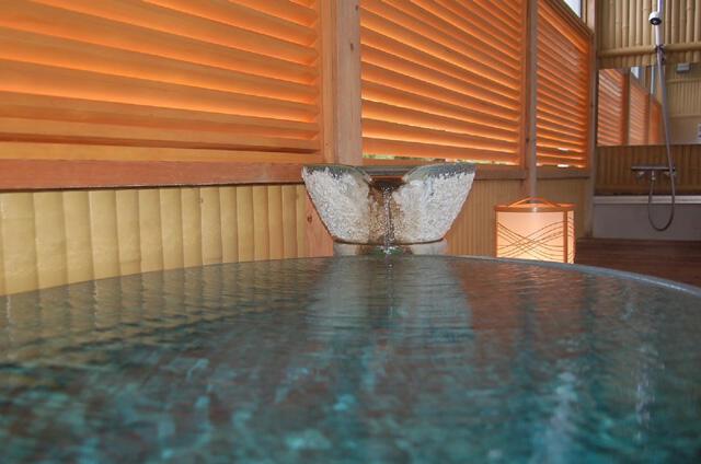 画像:客室の半露天風呂